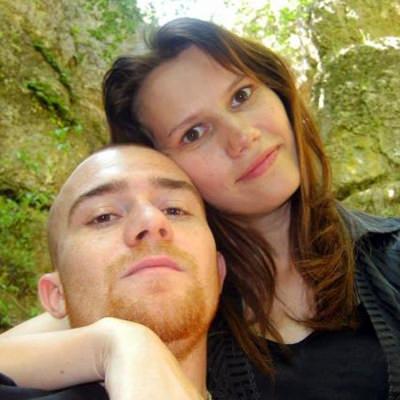 <span>Rencontrez des Célibataires Charmants & Sympas</span>Ils Vous Attendent Pour De Tendres Rencontres!