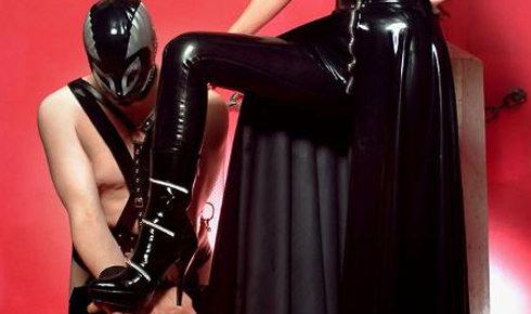 ¡Mujeres Dominantes Quieren Una Cita Esta Noche!